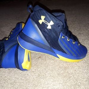 Under Armour boy /youth shoes size 5Y